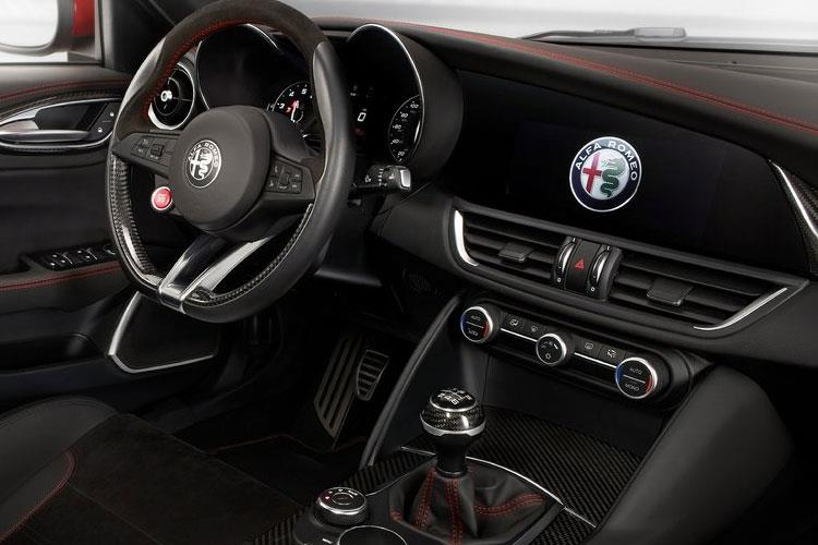 Alfa Romeo Giulia Saloon 2.0 T 200PS Sprint 4Dr Auto [Start Stop] [Driver Assistance Plus] inside view